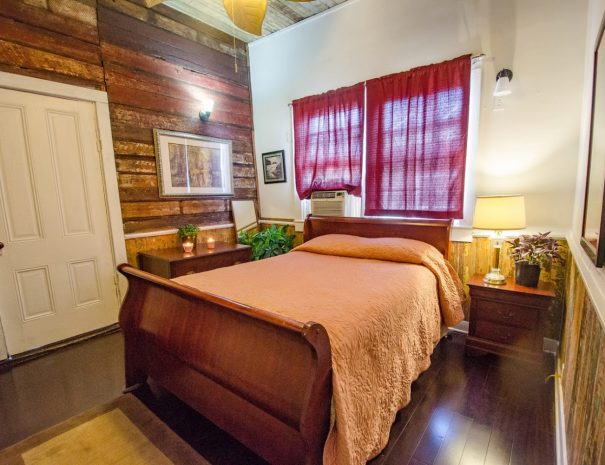 guitar-house-guest-room